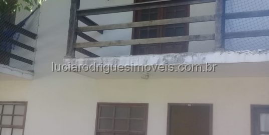Casa duplex em condomínio – Palmeiras – Cabo Frio