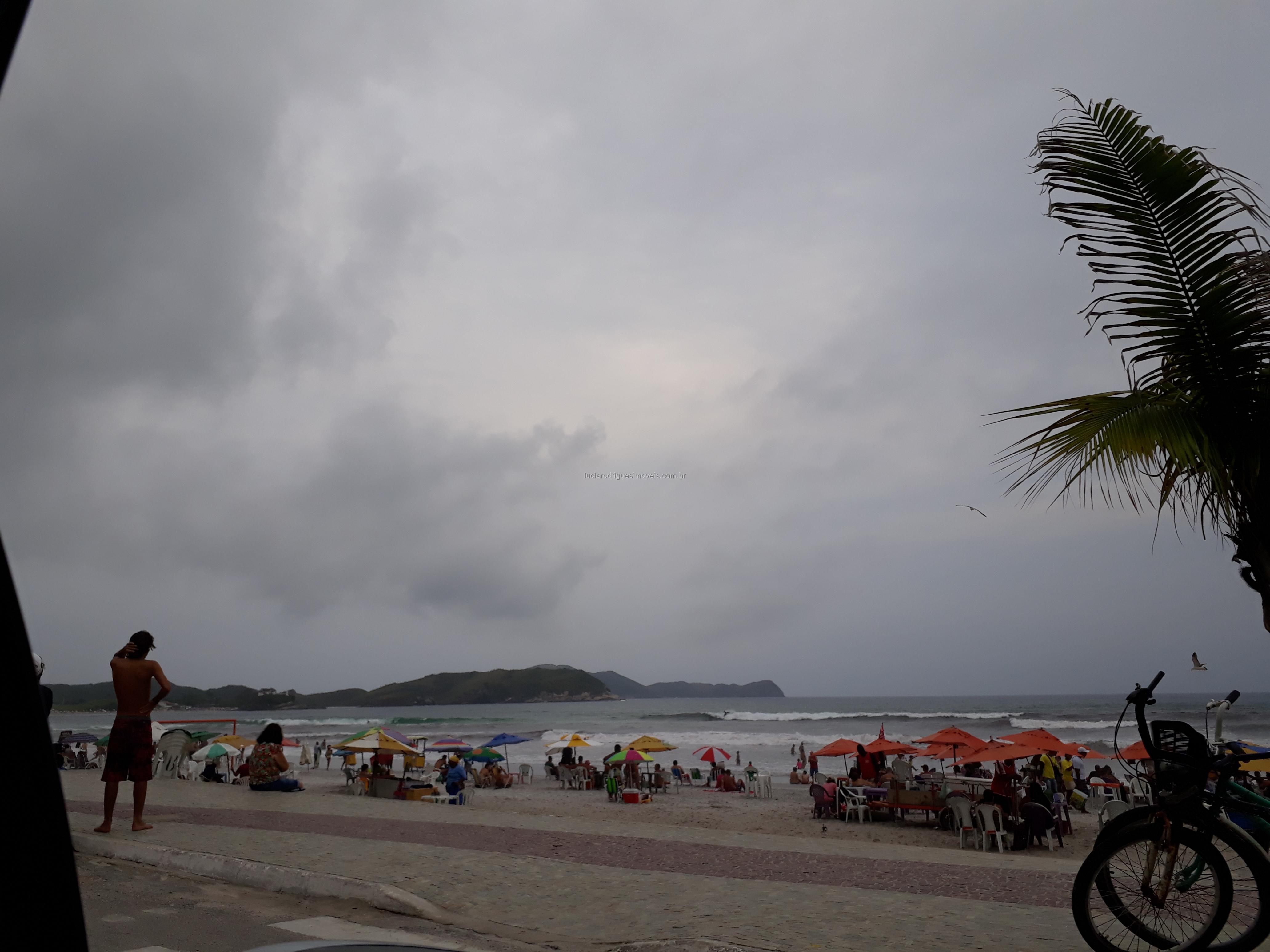 Condomínio na Praia do Forte – 01 quarto – Cabo Frio